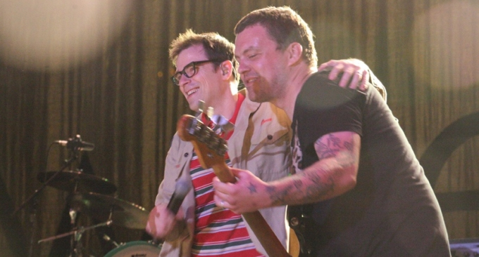 Mikey Welsh y Rivers Cuomo - 2010